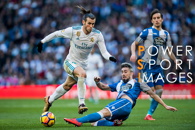 Gareth Bale (L) of Real Madrid fights for the ball with Luis Carlos Correia Pinto, Luisinho, of RC Deportivo La Coruna during the La Liga 2017-18 match between Real Madrid and RC Deportivo La Coruna at Santiago Bernabeu Stadium on January 21 2018 in Madrid, Spain. Photo by Diego Gonzalez / Power Sport Images