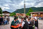 Deutschland, Bayern, Chiemgau, Achental, Schleching: Dorffest auf dem Dorfplatz mit der Musikkapelle Schleching | Germany, Bavaria, Chiemgau, Achen Valley, Schleching: village fête at village square with band 'Schleching'