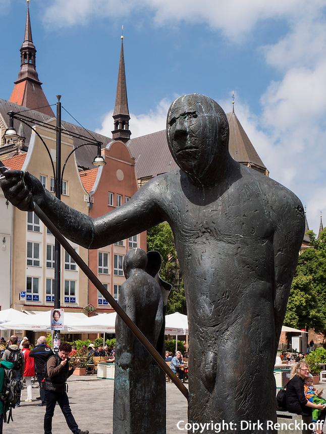 Brunnen auf Neuer Marktplatz und Marienkirche in Rostock, Mecklenburg-Vorpommern, Deutschland