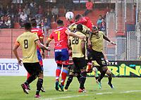 PASTO - COLOMBIA, 21-07-2018: Brayan Fernández (Izq.) jugador de Deportivo Pasto disputa el balón con Juan camilo Ramírez (Der.) jugador de Rionegro Águilas Doradas, durante partido entre Deportivo Pasto y Rionegro Águilas Doradas, de la fecha 1 por la Liga Águila II 2018, jugado en el estadio Departamental Libertad de la ciudad de Pasto.  / Brayan Fernandez (L) player of Deportivo Pasto fights for the ball with Juan Camilo Ramirez (R) player of Boyaca Chico F.C., during a match between Deportivo Pasto and Rionegro Aguilas Doradas, of the 17th date for the Liga Aguila I 2018 at the Departamental Libertad stadium in Pasto city. Photo: VizzorImage. / Leonardo Castro / Cont.