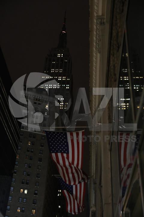 NOVA YORK, EUA, 22.02.2018 - ATAQUE-ESCOLA - O Empire State Building sem a tradicional iluminação é visto na cidade de New York onde presta homenagem para as vítimas do ataque a uma escola em Parkland Florida .(Foto: William Volcov/Brazil Photo Press)