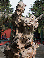 Taihu-Stein im Sommerpalast, Yi He Yuan, in Peking, China, Asien, UNESCO-Weltkulturerbe<br /> Taihu stone in the summerpalace, Yi He Yuan,Beijing, China, Asia, world heritage