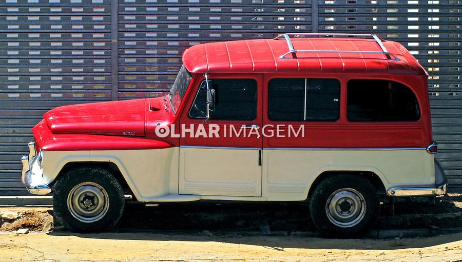 Carro antigo. Perua Rural. SP. Foto de Manuel Lourenço.