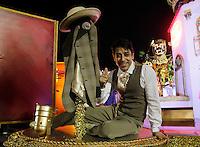SAO PAULO, SP, 19 DE FEVEREIRO 2012 - CARNAVAL SP - MOCIDADE ALEGRE - O  ator Cassio Scapin   da escola de samba Mocidade Alegre momentos antes do desfile na segunda noite do Carnaval 2012 de São Paulo, no Sambódromo do Anhembi, na zona norte da cidade, neste domingo.(FOTO: ALE VIANNA - BRAZIL PHOTO PRESS).