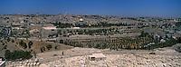 Asie/Israël/Judée/Jérusalem: depuis le mont des Oliviers le cimetiére juif et la vieille ville dans ses remparts