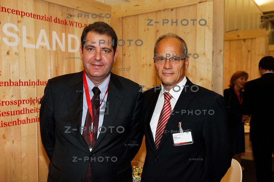 v.l.n.r. Yves Morath, Rene Fankhauser - V-Zug AG<br /> am 11. Aussenwirtschaftsforum der Osec am 11. April 2013 in Zuerich<br /> <br /> Copyright © Zvonimir Pisonic