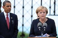 Besuch des Präsidenten der vereinigten Staaten von Amerika (USA) Barack Obama vom 4. bis 5. Juni 2009 in der Bundesrepublik Deutschland - Visite in der Mahn- und Gedenkstätte Buchenwald auf dem Ettersberg bei Weimar (Freitag der 5.6.2009) - im Bild:  Kanzlerin Angela Merkel richtet ihre Worte nach dem Rundgang an die Presse - neben ihr US-Präsident Barack Obama  Porträt Foto: Norman Rembarz..