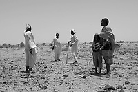 Sinet, Eastern Tchad, June 12, 2004.A group of refugees arrives to safety across the Tchadian border.
