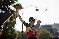 The joy of a 3rd victory in this Tour for Belgian National Champion Wout van Aert (BEL/Jumbo-Visma) shared with his son Georges.<br /> <br /> Stage 21 (Final) from Chatou to Paris - Champs-Élysées (108km)<br /> 108th Tour de France 2021 (2.UWT)<br /> <br /> ©kramon