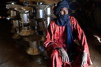 BURKINA FASO Dori, malian refugees, mostly Touaregs, in refugee camp Goudebo of UNHCR, they fled due to war and islamist terror in Northern Mali, Touareg with traditional wear turban Tagelmust and caftan Boubou, made from damask fabric / BURKINA FASO Dori , malische Fluechtlinge, vorwiegend Tuaregs, im Fluechtlingslager Goudebo des UN Hilfswerks UNHCR, sie sind vor dem Krieg und islamistischem Terror aus ihrer Heimat in Nordmali geflohen, Tuareg ATTIANE AG BADI aus Gao, OCADES (Caritas Niger) verteilt Kocher an Fluechtlinge, trägt Gewand Boubou aus Damast Stoff und den Turban Tagelmust