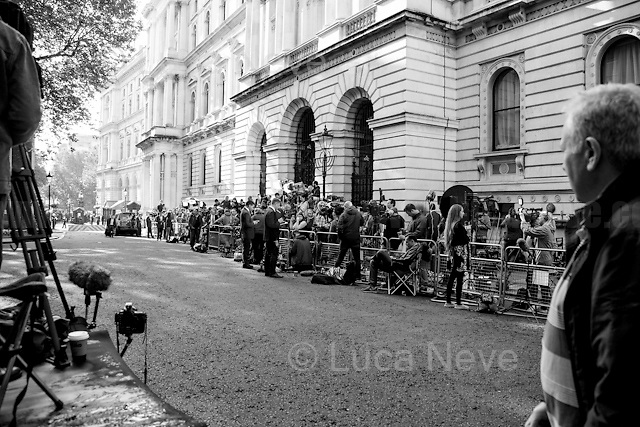 24.06.2016 - 7:49AM - Journalists at Downing Street.<br />