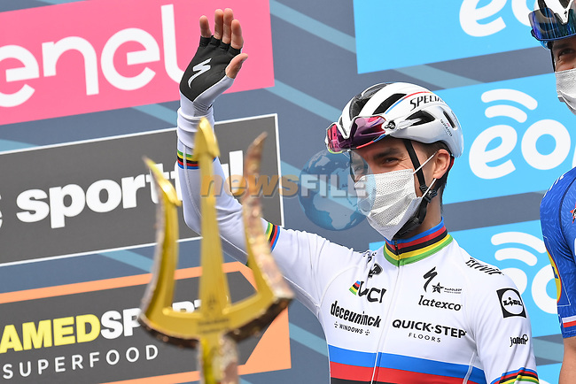 World Champion Julian Alaphilippe (FRA) Deceuninck-Quick Step at sign on before the start of Stage 5 of Tirreno-Adriatico Eolo 2021, running 205km from Castellalto to Castelfidardo, Italy. 14th March 2021. <br /> Photo: LaPresse/Gian Mattia D'Alberto | Cyclefile<br /> <br /> All photos usage must carry mandatory copyright credit (© Cyclefile | LaPresse/Gian Mattia D'Alberto)
