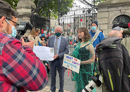Flossie Donnelly greeted by Minister of State for Heritage Malcolm Noonan at the Leinster House gates