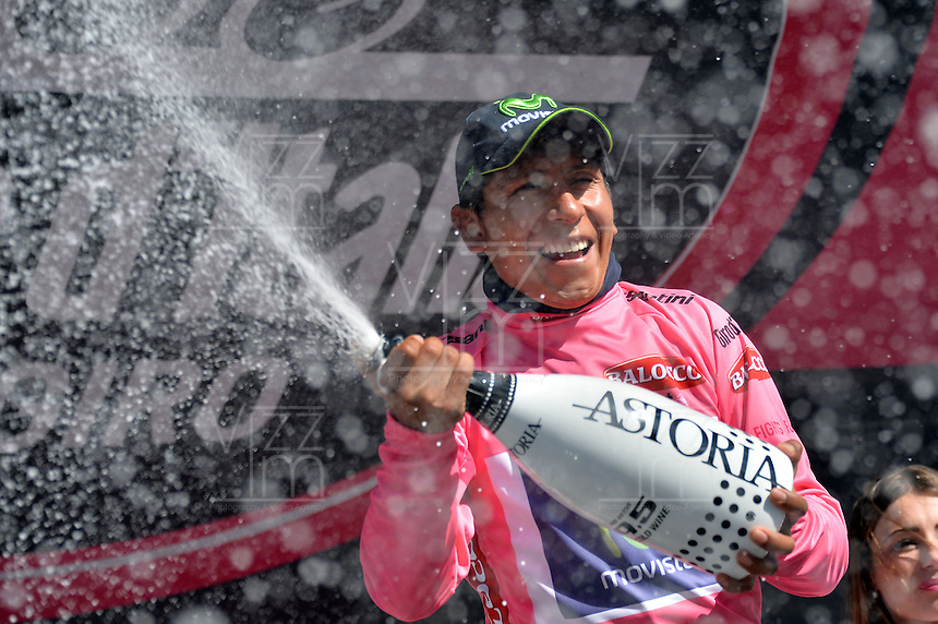 ITALIA. 31-05-2014. Nairo Alexander  Quintana Rojas -Col- (Movistar) celebra al recibir la malla rosa después su participación en la etapa 20 entre  Maniago y Monte Zoncolan con una distancia de 167 Km en la versión 97 del Giro de Italia hoy 22 de mayo de 2014. / Nairo Alexander  Quintana Rojas -Col- (Movistar) celebrates to receive the maglia rossa after his participation on the 20th stage between Maniago and Monte Zoncolan with a distance of 167 km in the 97th version of Giro d'Italia today May 22th 2014 Photo: VizzorImage/ Gian Mattia D'Alberto / LaPresse<br /> VizzorImage PROVIDES THE ACCESS TO THIS PHOTOGRAPH ONLY AS A PRESS AND EDITORIAL SERVICE AND NOT IS THE OWNER OF COPYRIGHT; ANOTHER USE HAVE ADDITIONAL PERMITS AND IS  REPONSABILITY OF THE END USER