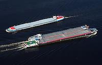 Binnenschiffe auf der Elbe: EUROPA, DEUTSCHLAND, HAMBURG, (EUROPE, GERMANY), 08.03.2014: Binnenschiffe auf der Elbe im Packet und auf Gegenkurs