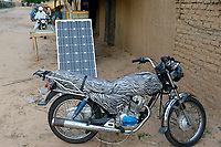 CHAD, Goz Beida, refugee camp Djabal for refugees from Darfur, Sudan, shop with solar panel for recharging mobile phones / TSCHAD, Goz Beida, Fluechtlingslager Djabal fuer Fluechtlinge aus Darfur, Sudan. Laden mit Solar Panel