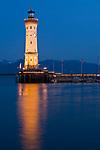 DEU, Deutschland, Bayern, Bayerisch Schwaben, Bodensee, Lindau: Hafeneinfahrt mit Neuem Leuchtturm, abends | DEU, Germany, Bavaria, Bavarian Swabia, Lake Constance, Lindau: harbour entrance with New Lighthouse