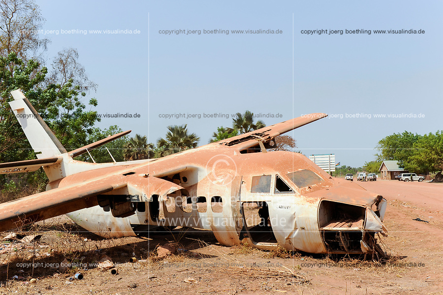 SOUTH SUDAN, Lakes state, Rumbek, crashed aircraft at road to airport gate, welcome and safe travel / SUEDSUDAN Rumbek , abgestuerztes Flugzeug am Flughafen