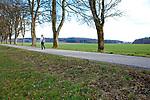 Europa, DEU, Deutschland, Baden-Wuerttemberg, Landkreis Reutlingen, St. Johann, Schwaebische Alb, Baeume, Wanderer, Natur, Umwelt, Landschaft, Jahreszeiten, Stimmungen, Landschaftsfotografie, Landschaften, Landschaftsphoto, Landschaftsphotographie, Wetter, Wetterelemente, Wetterlage, Wetterkunde, Witterung, Witterungsbedingungen, Wettererscheinungen, Meteorologie, Wettervorhersage, <br /> <br /> [Fuer die Nutzung gelten die jeweils gueltigen Allgemeinen Liefer-und Geschaeftsbedingungen. Nutzung nur gegen Verwendungsmeldung und Nachweis. Download der AGB unter http://www.image-box.com oder werden auf Anfrage zugesendet. Freigabe ist vorher erforderlich. Jede Nutzung des Fotos ist honorarpflichtig gemaess derzeit gueltiger MFM Liste - Kontakt, Uwe Schmid-Fotografie, Duisburg, Tel. (+49).2065.677997, ..archiv@image-box.com, www.image-box.com]