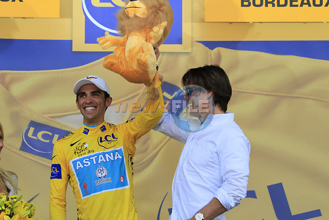 Tom Cruise and Cameron Diaz on the podium with race leader Alberto Contador (ESP) Astana as he retains the Yellow Jersey at end of Stage 18 of the 2010 Tour de France running 198km from Salies-de-Bearn to Bordeaux, France. 23rd July 2010.<br /> (Photo by Eoin Clarke/NEWSFILE).<br /> All photos usage must carry mandatory copyright credit (© NEWSFILE | Eoin Clarke)