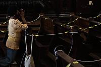 Campinas (SP), 14/03/2021 - Fase Vermelha/Igreja - Movimentação na Catedral de Metropolitana de Campinas, neste domingo (14). A Prefeitura de Campinas (SP) publicou neste sábado (13), em uma edição extraordinária do Diário Oficial, as regras para a fase emergencial. Fica permitida a abertura de igrejas, templos e outros locais de culto estritamente para a prática de rito individual.
