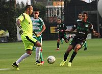 BOGOTÁ - COLOMBIA, 10-02-2019:Diego Novoa (Izq.) jugador de La Equidad  disputa el balón con Jhon Edison Mosquera (Der.) jugador del  Deportivo Cali durante partido por la fecha 4 de la Liga Águila I 2019 jugado en el estadio Metropolitano de Techo de la ciudad de Bogotá. /Diego Novoa (L) player of La Equidad fights the ball  against of Jhon Edison Mosquera (R) player of Deportivo Cali  during the match for the date 4 of the Liga Aguila I 2019 played at the Metropolitano de Techo  stadium in Bogota city. Photo: VizzorImage / Felipe Caicedo / Staff.