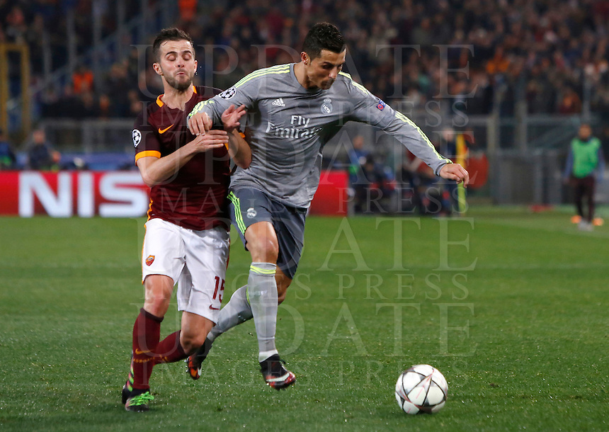 Calcio, andata degli ottavi di finale di Champions League: Roma vs Real Madrid. Roma, stadio Olimpico, 17 febbraio 2016.<br /> Real Madrid's Cristiano Ronaldo, right, is challenged by Roma's Miralem Pjanic during the first leg round of 16 Champions League football match between Roma and Real Madrid, at Rome's Olympic stadium, 17 February 2016.<br /> UPDATE IMAGES PRESS/Riccardo De Luca