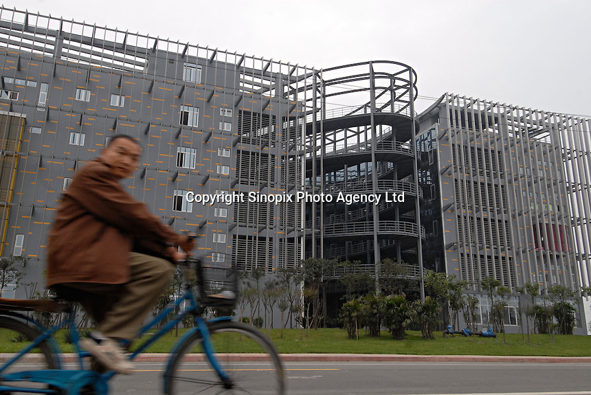 A modern factory at the Chengdu High-Tech Business Zone on the out-skirts of Chengdu City, Sichuan province. The zone hosts 7,000 businesses - including 310 foreign multinationals like Motorola and Alcatel and has been designed as part of the Great Western Development Strategy (GWDS), an effort to improve the living standards of the 367 million Chinese. Companies are offered large tax incentives and business breaks to set up in this interior region of China..20 Oct 2006