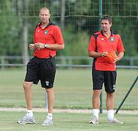 Cercle Brugge : trainer Bob Peeters samen met Lorenzo Staelens (rechts).foto VDB / BART VANDENBROUCKE