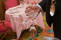 Europe/France/Provence-Alpes-Côte d'Azur/06/Alpes-Maritimes/Nice:  Hôtel: Le Négresco  Restaurant: Le  Chantecler - le personnel dresse la salle