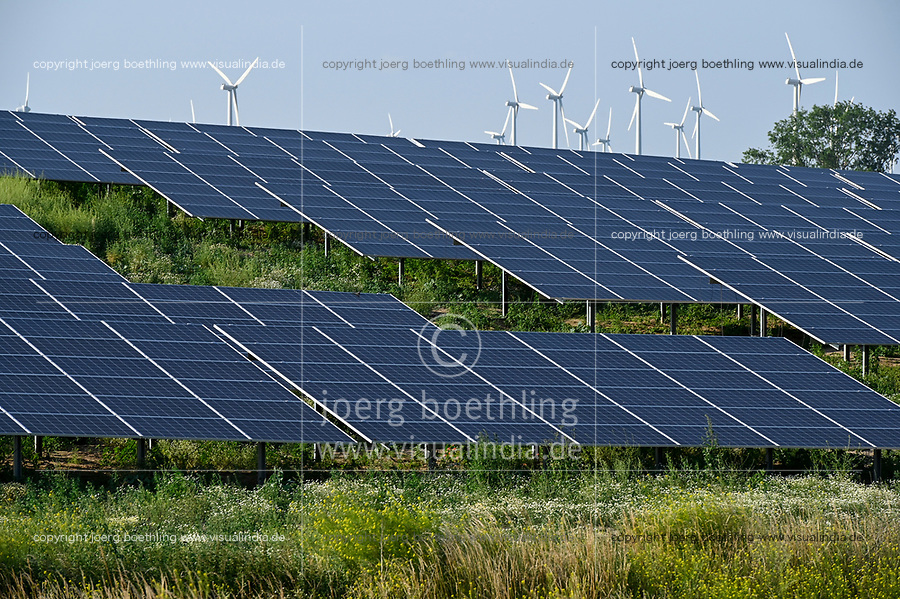 GERMANY, Luebz, solar and wind power farm / DEUTSCHLAND, Lübz, Solarfeld und Windkraftanlagen