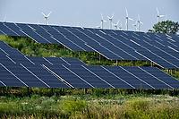 GERMANY, Luebz, solar and wind power farm / DEUTSCHLAND, Lübz, Solarfeld und Windkraftanlagen