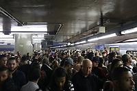 24.04.2018 - Queda de energia na linha azul do metrô em SP