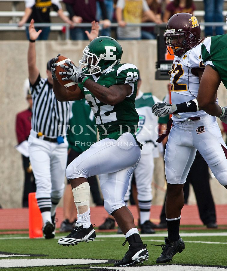 Eastern Michigan running back Dwayne Priest (22) scores a touchdown, followed by Central Michigan cornerback Vince Agnew, right, in the second quarter of an NCAA college football game, Saturday, Sept. 18, 2010, in Ypsilanti, Mich. (AP Photo/Tony Ding)