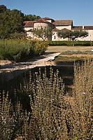 Europe/France/Midi-Pyrénées/32/Gers/Valence-sur-Baïse: Abbaye de Flaran -  Jardin des plantes aromatiques et médecinales connu aussi sous le nom de Jardin des Simples et le le chevet de l'église romane