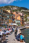 Frankreich, Provence-Alpes-Côte d'Azur, Villefranche-sur-Mer: Restaurants und Cafés  am Quai de l'Amiral Courbet | France, Provence-Alpes-Côte d'Azur, Villefranche-sur-Mer: restaurants and cafes at Quai de l'Amiral Courbet