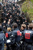 """Nazi Aufmarsch / Demo in Leipzig Ost - Leipziger verhindert den Zug durch die Stadt mit Blockade am S-Bahnhof Sellerhausen - unter dem Motto """"Leipzig nimmt Platz"""" nahmen Hunderte Leipziger an der bunten Gegenveranstaltung teil - sie schafften es den Start des Aufmarsches solange zu verhindern bis die Polizei die Kundgebung für beendet erklärte - in diesem Moment (ca. 16:40) eskalierte die Situation auf Seiten der Sympathiesanten der rechten Szene - Steine und Flaschen flogen - die Polizei bekam die Situation rasch wieder unter Kontrolle - im Bild: rechte kommen vom Bahnsteig herunter. Foto: Norman Rembarz..Norman Rembarz , ASV-Autorennummer 41043728 , Holbeinstr. 14, 04229 Leipzig, Tel.: 01794887569, Hypovereinsbank: BLZ: 86020086, KN: 357889472, St.Nr.: 231/261/06432 - Jegliche kommerzielle Nutzung ist honorar- und mehrwertsteuerpflichtig! Persönlichkeitsrechte sind zu wahren. Es wird keine Haftung übernommen bei Verletzung von Rechten Dritter. Autoren-Nennung gem. §13 UrhGes. wird verlangt. Weitergabe an Dritte nur nach  vorheriger Absprache.."""