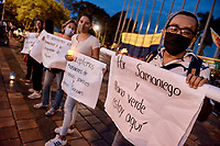 CALI - COLOMBIA, 21-08-2020: Participantes con carteles en contra de las masacres durante la Movilización por la Vida convocada en la ciudad de Cali como protesta por la recientes masacres de 5 jóvenes en Cali y 9 en Samaniego, Nariño con lo que, según cifras de UN ya se completan 33 masacres en Colombia durante el 2020. / Participantds wit posters against massacres during the Mobilization for Life called in the city of Cali to protest the recent massacres of 5 young people in Cali and 9 in Samaniego, Nariño, with which, according to UN figures, 33 massacres are already completed in Colombia during 2020. Photo: VizzorImage / Gabriel Aponte / Staff