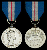 Hero of the Piper Alpha oil rig disaster has sold his prestigious bravery medal for £4,200.