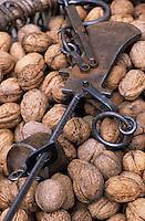 Europe/France/Aquitaine/24/Dordogne/Vallée de la Dordogne/Périgord/Périgord Noir/Sarlat-la-Canéda: Noix du Périgord sur le marché