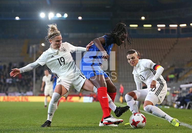 24.11.2017, Football Frauen Laenderspiel, Germany - France, in der SchuecoArena Bielefeld.  Svenja Huth (Germany) - Griedge Mbock Bathy (France) und Dzsenifer Marozsan (Germany)  *** Local Caption *** © pixathlon +++ tel. +49 - (040) - 22 63 02 60 - mail: info@pixathlon.de<br /> <br /> +++ NED + SUI out !!! +++