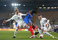 24.11.2017, Football Frauen Laenderspiel, Germany - France, in der SchuecoArena Bielefeld.  Svenja Huth (Germany) - Griedge Mbock Bathy (France) und Dzsenifer Marozsan (Germany)  *** Local Caption *** © pixathlon +++ tel. +49 - (040) - 22 63 02 60 - mail: info@pixathlon.de<br />