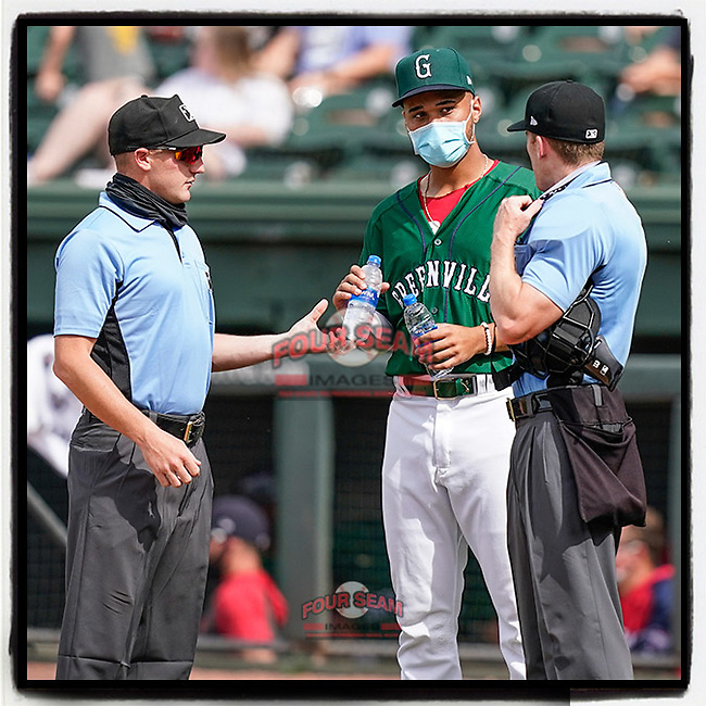 No one but team and staff on the field due to COVID-19 means no bat boys or bat girls. So, someone has to take refreshments to the umpires. (Tom Priddy/Four Seam Images)