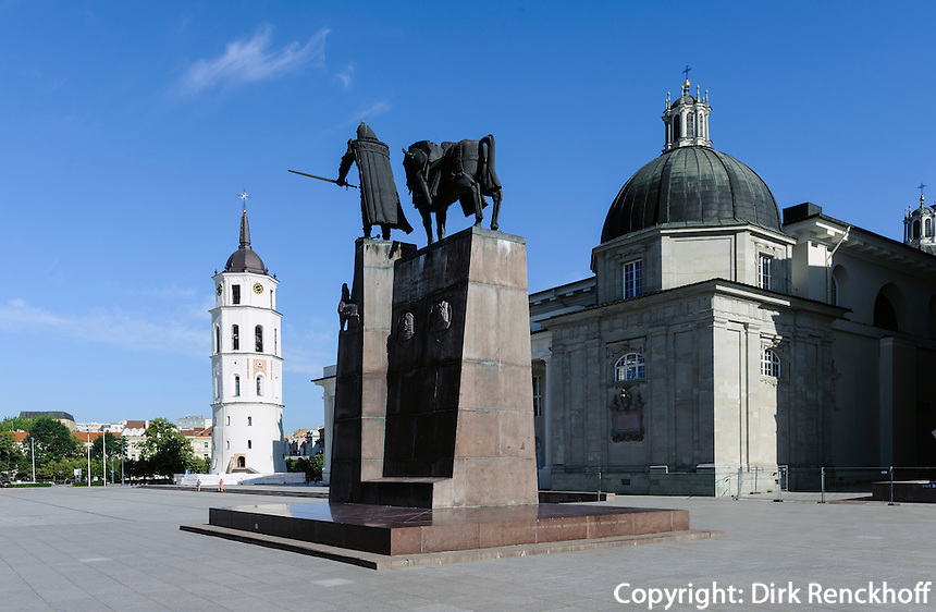 Stanislaus-Kathedrale und Denkmal Gediminas in Vilnius, Litauen, Europa, Unesco-Weltkulturerbe