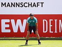 Bundestrainer Joachim Loew (Deutschland Germany) sieht sich das Training seiner Mannschaft genau an - 01.06.2018: Training der Deutschen Nationalmannschaft zur WM-Vorbereitung in der Sportzone Rungg in Eppan/Südtirol