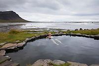 Hotpot, Hotpots, hot pot, hot pots, Hot Pool, Hot Pools, Heiße Quelle, Heiße Quellen, Thermalquelle, Thermalquellen, Geothermalquelle, Krosslaug, direkt an der Küste Nähe der Ortschaft Birkimelur, Krossholtslaug pools, mit Blick auf das Meer, Atlantik, Nord-Atlantik, Westfjorde, Island,  natural hot spring, hot spring, hot springs, geothermal pool, geothermal pools, thermal pool, thermal pools, Westfjords, Iceland,