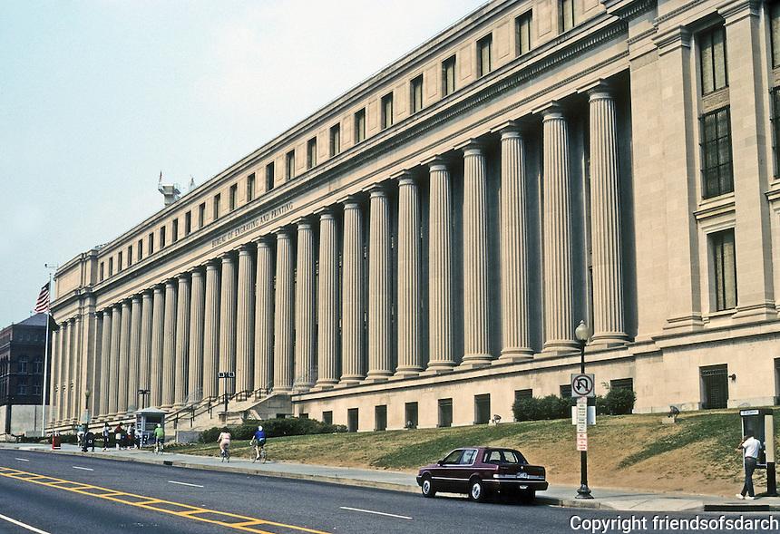 Washington D.C. : Bureau of Printing and Engraving, Raoul Wallenburg Place. Fascist Classicism? Albert Speer? Photo '91.