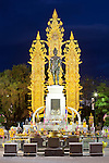 Thailand, Northern Thailand, Chiang Rai: King Mengrai Monument at night | Thailand, Nordthailand, Chiang Rai: King Mengrai Monument am Abend