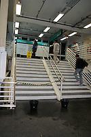 SAO PAULO, SP, 02 DE DEZEMBRO 2011 – GOTEIRAS ESTACAO GRANJA JULIETA - Goteiras causam transtorno na estacao Granja Julieta linha 9 esmeralda da CPTM, nesta sexta-feira, 2. FOTO: DEBBY OLIVEIRA - NEWS FREE