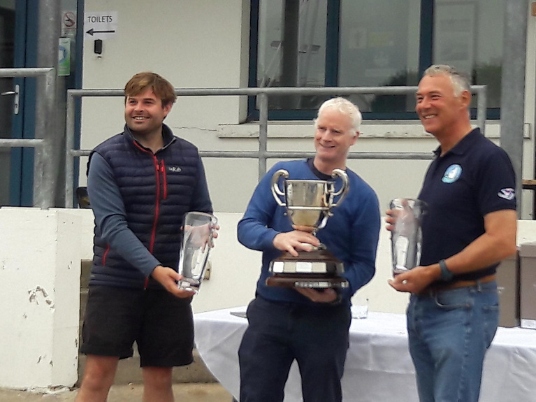 Peter Chamberlain (Regatta Organiser) with the winning helm, John Lavery (centre) and winning crew, Alan Green (right).